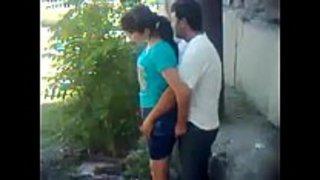 سكس في الحديقة مع شاب يختلي بصديقته و هو في قمة الشهوة فيديو عربي