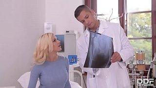 سكس مع طبيب