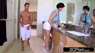 الابن الهائج ينيك امه القحبة في المطبخ سكس أمهات ساخن جداً فيديو عربي