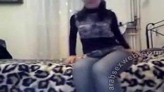 فيديو نيك شرموطة مصرية مع نفسها علي السرير 8211 سكس مصري فيديو عربي
