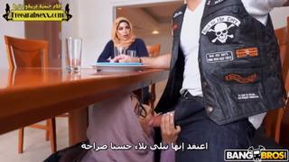 اخت ميا خليفة الصغيرة وامها تتناك من صديقها سكس مترجم عربي فيديو عربي