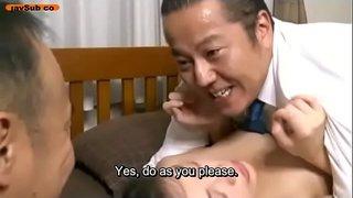 زوج ديوث يقدم زوجته إلى رجل آخر ليضاجعها معه حتى يسدد ديونه فيديو عربي