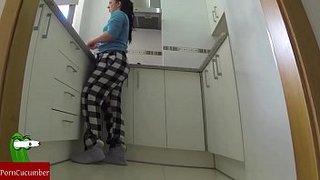 سكس ساخن نيك جارتى الشرموطة فى المطبخ نص ساعة فيديو عربي