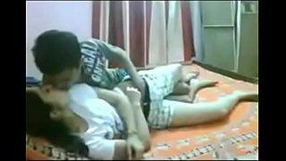سكس محارم عربي اخ ينيك اختة المراهقة على السرير فيديو عربي